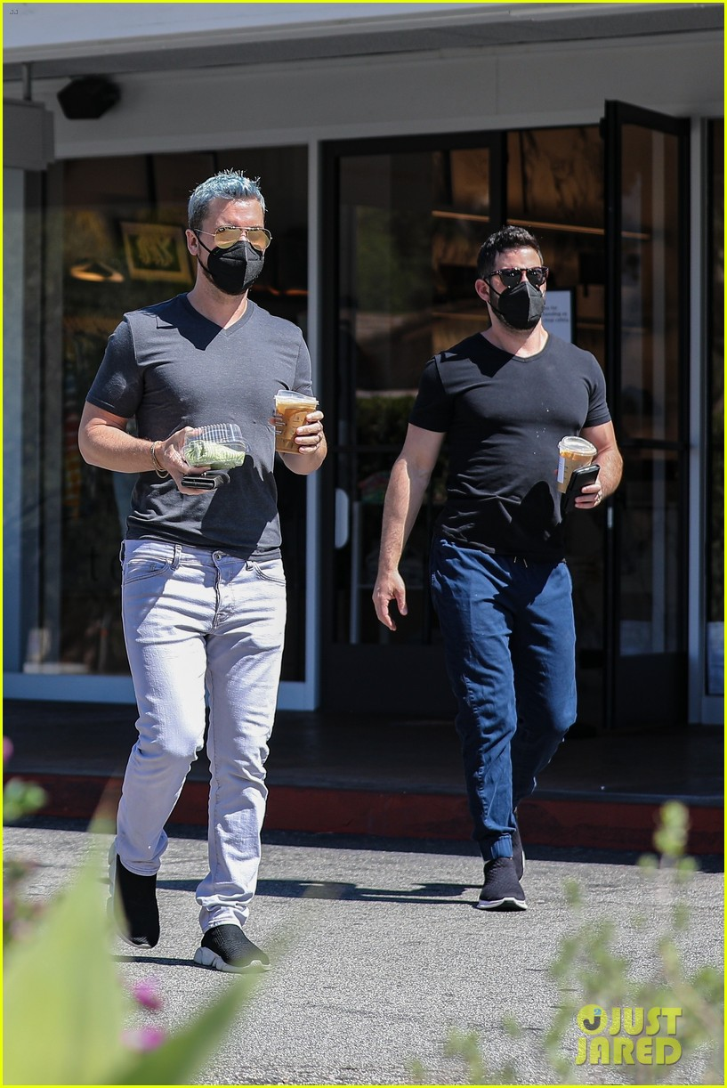 lance bass michael turchin coffee run in bel air 01