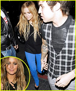 Ashlee Simpson & Pete Wentz Hold Hands
