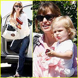 Violet Affleck Brings on Cuteness Overload