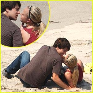 Heroes Spoilers!  Hayden Panettiere Kissing!