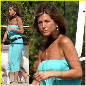 Jennifer Aniston is a Beach Bum