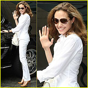 Angelina Jolie Crying @ Clinton Global Intiiative