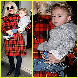 Gwen Stefani: Looking Sharp in Tartan