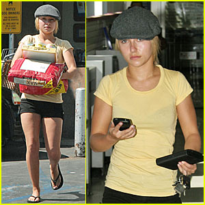 Panettiere Picks Up Puppy Chow Hayden Panettiere Just