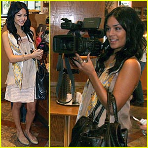 Vanessa Hudgens is Paparazzi!!!