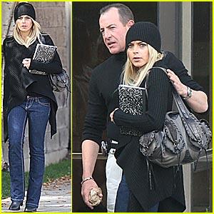 Lindsay Lohan Checks Outta Rehab