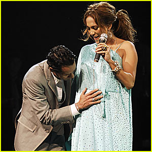 Jennifer Lopez Announces Pregnancy