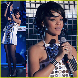 Rihanna Performs @