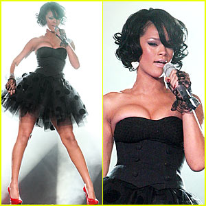 Rihanna's World Music Awards Performance