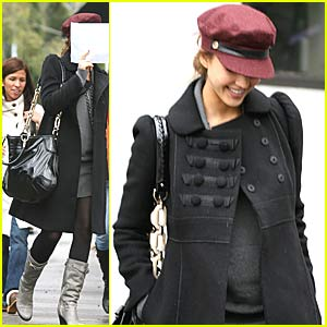 Jessica Alba: Baby Bump Watch
