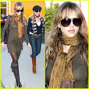Jessica Alba Checks Out Door Store