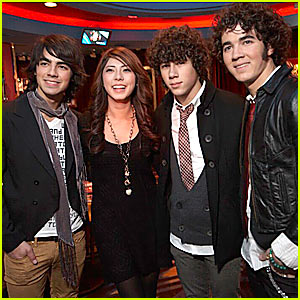 The Jonas Brothers' Triple Date!!!