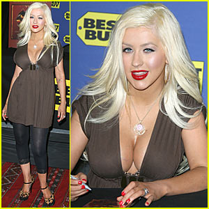 Christina Aguilera Shows Off Post-Pregnancy Body