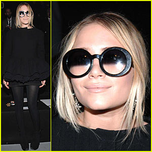 Mary-Kate Olsen @ Paris Fashion Week