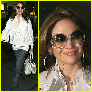 Jennifer Lopez is a Glowing Mom