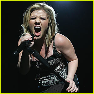Kelly Clarkson is Super in Sydney