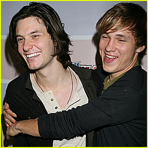 Ben Barnes & William Moseley Hug it Out