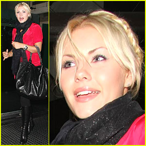 Elisha Cuthbert Craves Chinese Food
