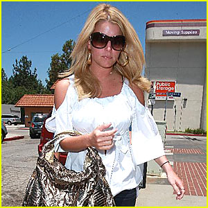 Earth to Jessica Simpson!!!