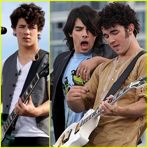 The Jonas Brothers Go German