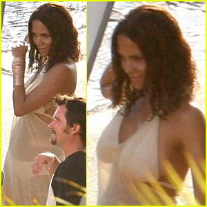 Halle Berry is a Coty Cutie