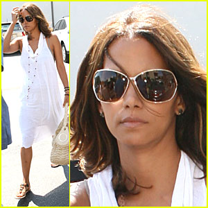 Halle Berry Has a Dental Date
