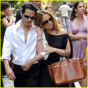Jennifer Lopez's Shoulder Shopping Spree