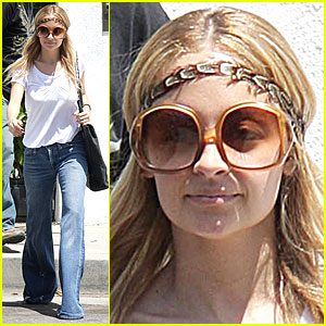 Nicole Richie Gets Hippie Happy