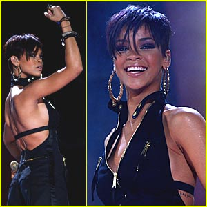 Rihanna Gets Her Mobile Bang On