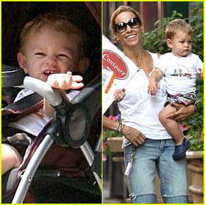Sheryl Crow Shops For Strollers