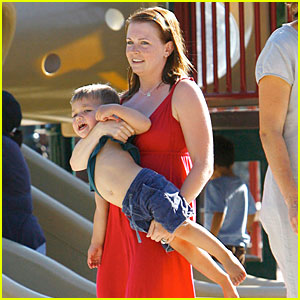Melissa Joan Hart is Sabrina, The Teenage Mom