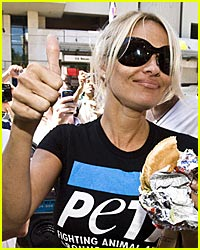 Pam Anderson to Fake Meat: Thumbs Up!