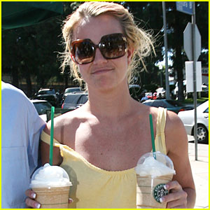 Britney Spears Has a Starbucks Smirk