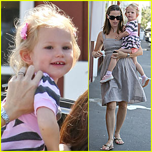 Jennifer Garner Shops For Baby #2