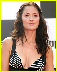 Minka Kelly Hits Homeruns