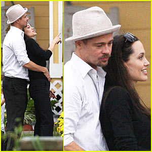 Brad Pitt & Angelina Jolie Snuggle Up