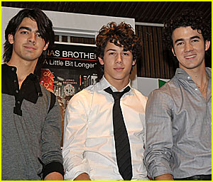 The Jonas Brothers Go Gold in Spain