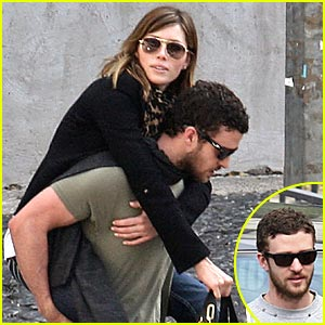 Justin Timberlake Gives Jessica Biel Piggyback Ride
