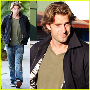 Scott Speedman is 'Rugged and Elegant'
