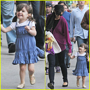 Suri Cruise Skips to My Lou