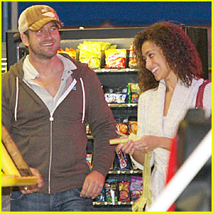 Gerard Butler Takes Date To Arcade