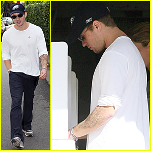 Ryan Phillippe Baracks The Vote