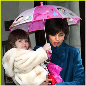 Suri Cruise is Umbrella Cute