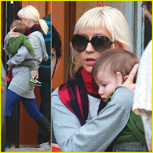 Christina Aguilera: Baby's Day Out!