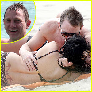 Daniel Craig & Satsuki Mitchell: Caribbean Kissing
