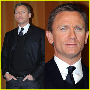 Daniel Craig Has Two Hands in His Pockets