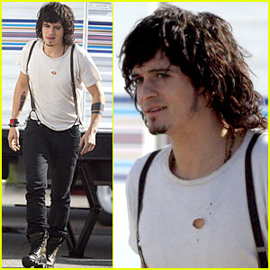 Orlando Bloom Wigs Out