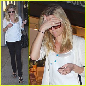 Reese Witherspoon is Looking For Linens