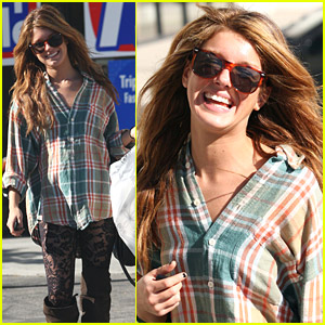 Shenae Grimes: Look Ma, No Pants!