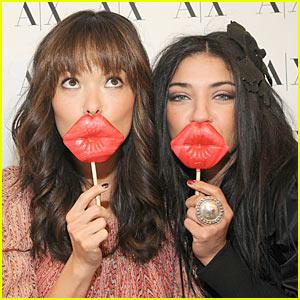 Jessica Szohr & Lindsay Price: Kissing Booth!